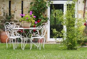 καθιστικό με μπάρμπεκιου στον κήπο