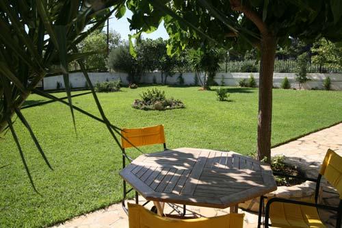 Κήπος με χλοοτάπητα