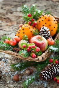 χριστουγεννιάτικη διακόσμηση με καρπούς