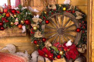χριστουγεννιάτικη διακόσμηση με ρόδες