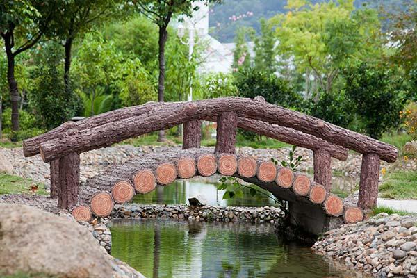 Γεφυράκι σε υδρόκηπο